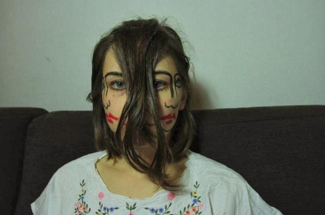 Walaupun hanya hasil make up tapi sukses bikin orang kaget saat pertama kali melihatnya.