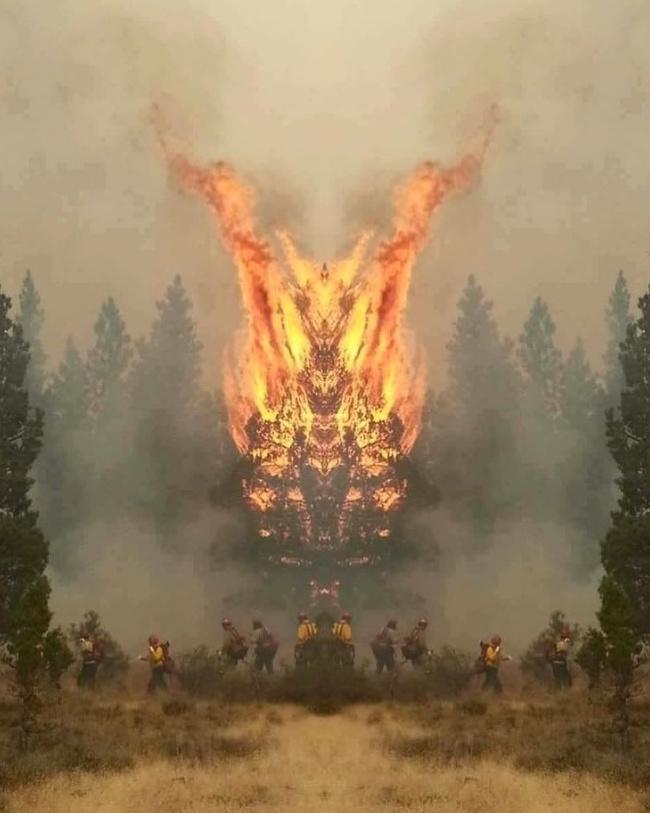 Kobaran apinya nampak seperti sesosok monster sednag mengendarai ATV ke arah para pemadam kebakaran.