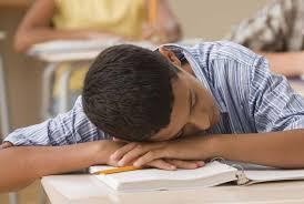 Seorang yang pemalas Saat SMP Zohri terkenal anak yang malas, karena jarang masuk sekolah, sampai - sampai gurunya menjemput kerumahnya untuk disuruh sekolah.