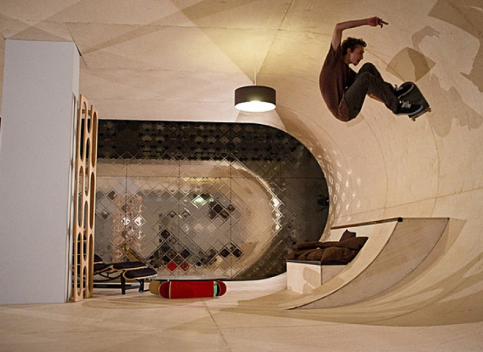 Rumah Skate Ada di Malibu Amerika Serikat. Buat kamu yang syka dengan olah raga skateboard ini cocok sekali buat permainan skateboard kamu.