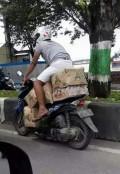 Cuma di Indonesia Kamu Akan Menemukan Pengendara Motor Kaya Gini