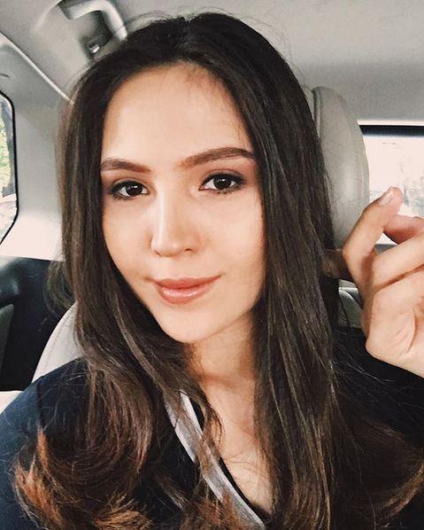 Olivia Jensen Cewek yang berdarah campuran Indonesia dan Denmark ini memilih untuk memilih menjadi warga negara Indonesia karena lebih banyak hidup di Indonesia. Ibu satu anak ini pun mengaku sudah jarang berkunjunjung ke negara asal sang ayah karena kakek dan neneknya sudah tiada.