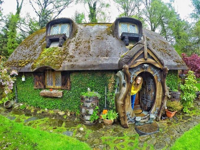 Wah, ternyata rumah Hobbit nggak hanya di film aja lho gengs. Di dunia nyata pun ada nih.