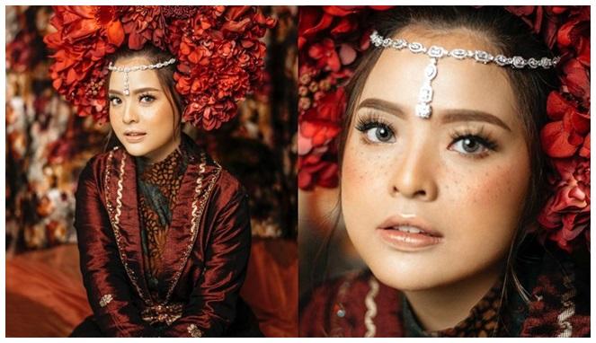 Untuk foto preweddingnya, Tasyqla Kamila memilih Freckles untuk makeupnya.