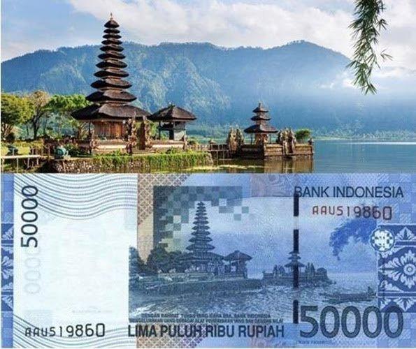 Pemandangan Pura Ulun Danu di Bali pada pecahan uang Rp. 50.000