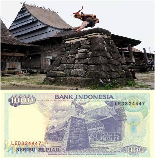 Pemandangan lompat batu di Nias pada pecahan uang Rp. 1000