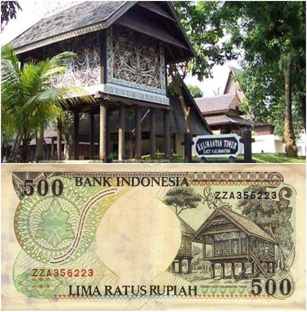 Pemandangan asli rumah adat Kalimantan Timur di.pecahan uang Rp. 500