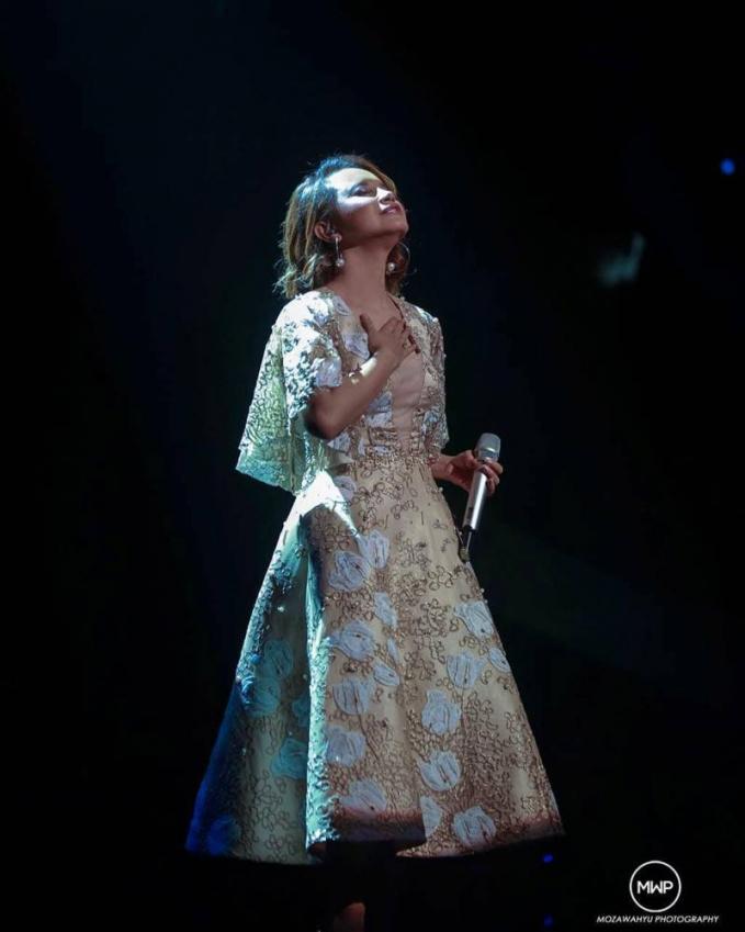Rossa Penyanyi yang dikabarkan dekat dengan Afgan ini, suaranya memang tidak bisa dianggap remeh, bahkan dia pernah mempunyai konser yang diselenggarakan di dalam negeri maupun di luar negeri. Pada saat pergantian malam tahun baru dia meraup 500 juta sekali manggung.