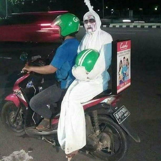 Duh cong, dipakai dong helmnya. Biar bisa safety riding.