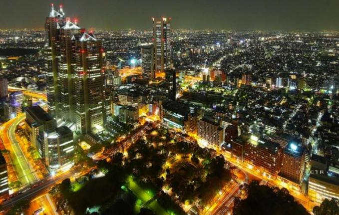 Tokyo Tokyo ibukota Jepang adalah perpaduan yang sempurna dari gedung pencakar langit ultra midern dan tradisional, menawarkan pemandangan yang menakjubkan. Setelah melihat cakrawala yang semarak, kamu akan merasa seperti main video game atau nonton film Sky-fi karena lampu neon yang menyala.