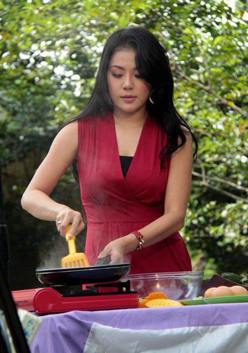 Aiko Sarwoasri Chef berwajah oriental ini, sering menjadi juri di acara kompetisi masak di televisi. Dan ini juga dalam acara inbox untuk menilai masakan pedagang kaki lima.