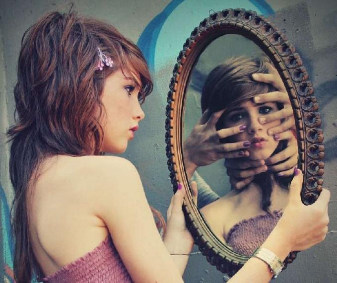 Maafkan dirimu sendiri Memaafkan orang yang meremehkan kita dan berbuat jahat kepada kita memang harus, untuk diri kita sendiri supaya lebih tenang. Dan kadikan itu sebagai motivasi. Maafkan juga dirimu yang memang punya keterbatasan itu. Karena manusia tidaklah sempurna dan manusia bisa salah dan lupa. Mulai sekarang kamu harus berkata pada dirimu sendiri bahwa kamu manusia sempurna, punya akal dan fikiran, meskipun ada kekurangan tapi bukan berarti tidak punya kelebihan dan kelebihan harus jadi senjata untuk maju.