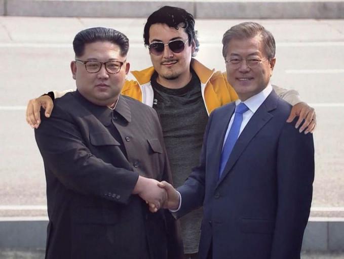 Berada diantara pemimpin dua Korea nih Pulsker.