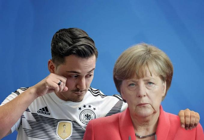 Ikutan sedih nih disamping Angela Merkel melihat timnas Jerman gagal ke babak selanjutnya dalam Piala Dunia 2018.