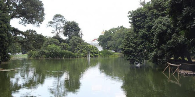 Danau Gunting Bogor Selanjiutnya ada tak jauh dari ibukota, danau ini ada di belakang istana Bogor. Danau yang bentuknya menyerupai gunting I OK mitosnya memiliki pulau kecil tempatnya para makhluk halus. Sosok yang sering dilihat oleh warga adalah sosok noni Belanda.