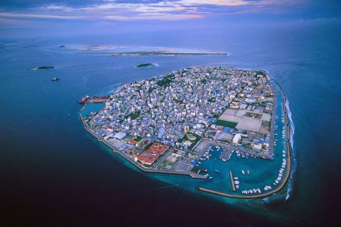 Pulau indah ini adalah pulau Maladewa yang diprediksi akan tenggelam 50 tahun kedepan karena perubahan iklim dan polusi di dunia.