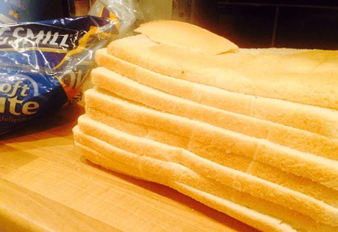 Roti tawar yang potongannya nggak biasa dan nggak sesuai dengan yang kita bayangkan.