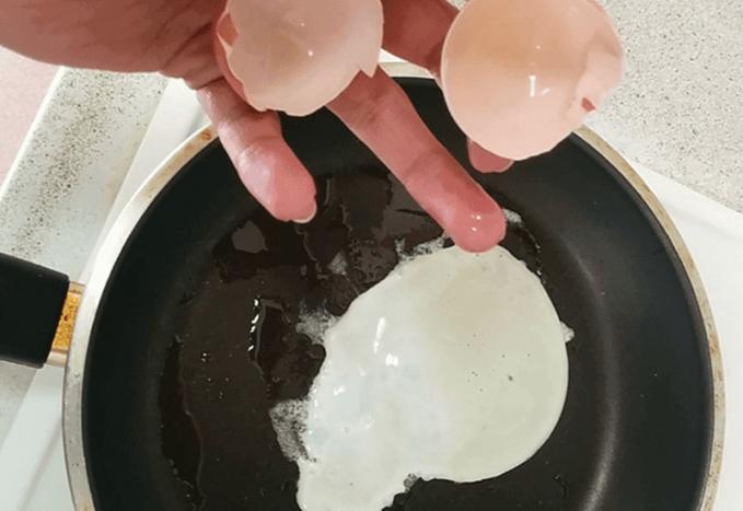 Maaf, anda kurang beruntung, karena telur ini tanpa kuning telur.