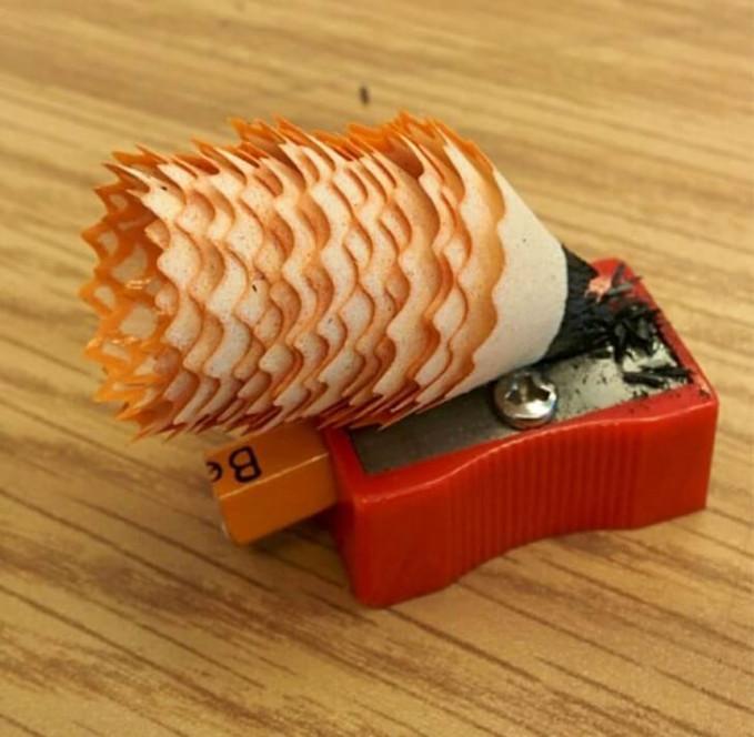 Nggak kebayang kan kalau bekas serutan pensil kaya gini bisa jadi secantik ini.