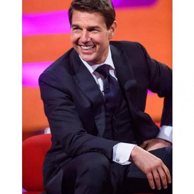 Tom Cruise Ketampanannya emang nggak salah bila cewek cewek pada histeris hanya karena ngeliatnya aja. Bisa pingsan malahan. Profesional dalam tampilannya di setiap film yang dibintangi bikin dia tampan forever.