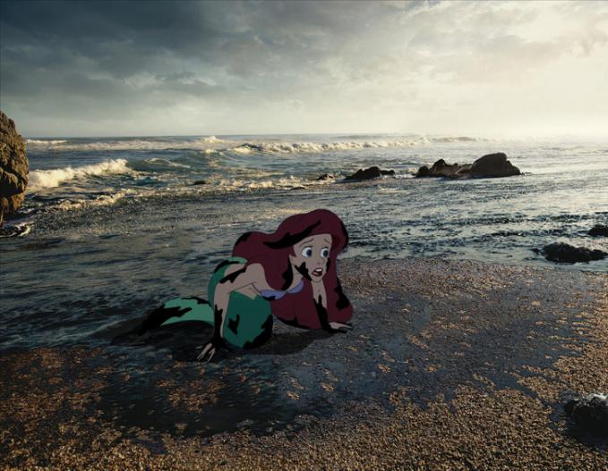 Begitu pula dengan Putri Duyung yang nggak bisa bermain-main di tepi pantai karena kini tercemar oleh limbah.