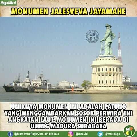 Kalau kalian lewat di jembatan Suramadu pasti terlihat monumen Jalesveva Jayamahe ini. Sosoknya menggambarkan perwira militer Angkatan Laut yang menatap luas kearah samudera.