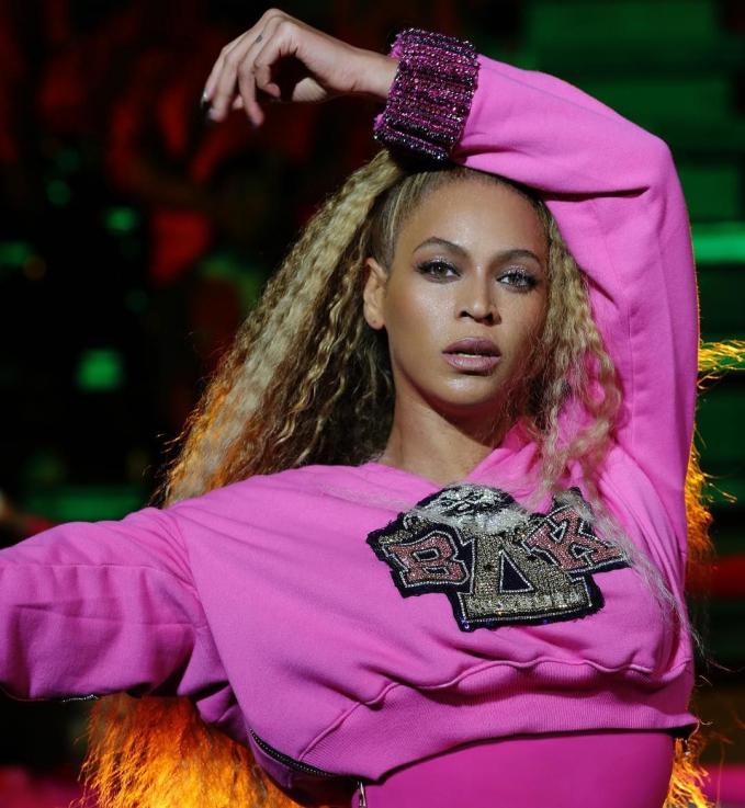 Beyonce Tak mengherankan jika Beyonce termasuk dalam daftar seleb yang dibayar mahal karena endorse ini. Karier Beyonce yang tak pernah redup I OK membuat dia diendorse dengan bayaran mencapai 10,1 Milliyar sekali posting.