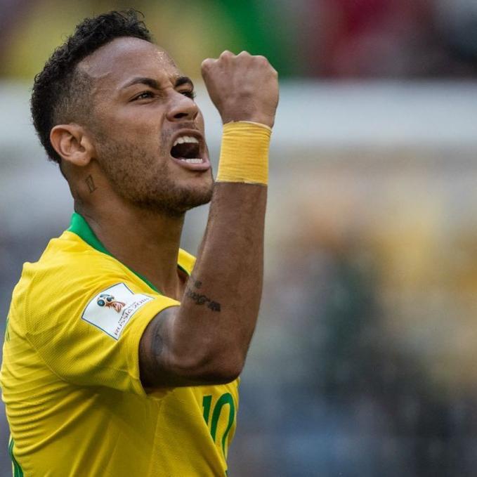 Neymar Jr Selain pesepak bola Christiano Ronaldo, pesepak bola yang satu ini juga mendapat hasil dari endorse yang fantastis. Sekali posting dia mendapat bayaran 8,6 Milliar lho.