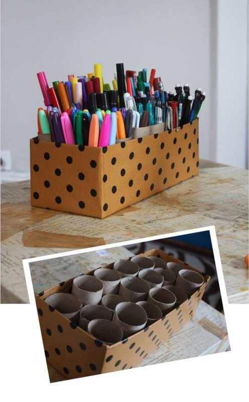 Pertama bisa kalian jadikan sebagai tempat untuk alat tulis. Membuatnya mudah, kalian perlu menghiasnya saja dan tambahkan potongan dari tempat shutllecock bekas atau selotip nggak terpakai.
