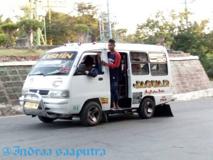 Ada yang mau keliling kota naik mobil jaguar ini sob?