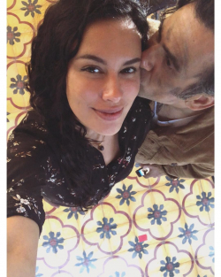 Panas!!! Jadi Suami Istri di Film. Ini Lho Potret Kedekatan Sophia Latjuba Bersama Dengan Jeremy Thomas. Bikin Baper Nasional