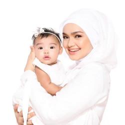 Nggak Kalah Dari Ibunya, 9 Tingkah Lucu Siti Aafiyah Putri Siti Nurhaliza