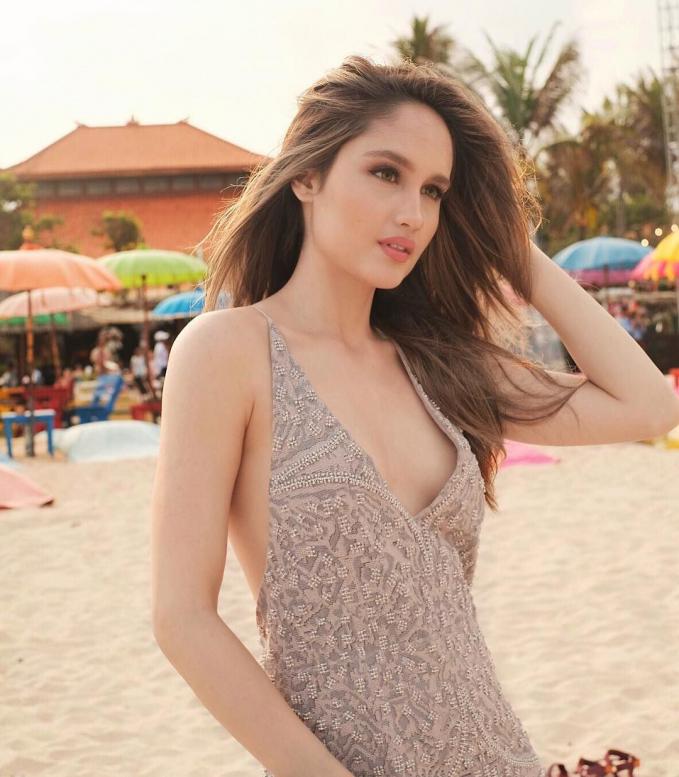 Beginilah gaya Cinta Laura saat menghabiskan waktu liburannya di Bali.