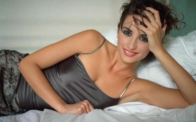 Penelope Cruz Majalah Esquire pernah menobatkan dia sebagai wanita paling seksi didunia.