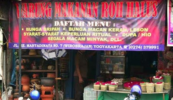 Hantu di Indonesia mah udah punya rumah makan sendiri.