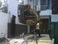 10 Foto Bukti Orang Indonesia Sekuat Gatot Kaca