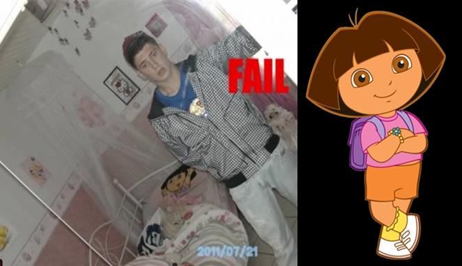 Garang di luar tapi di kamarnya malah isinya bertema Dora semua nih Pulsker.
