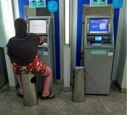 Begini Gokilnya Kalau Orang Ngambil Duit di Mesin ATM