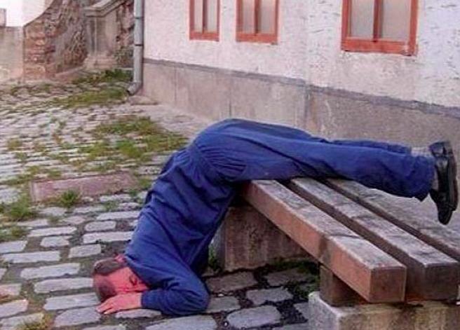 Bisa banget sih tidur dengan pose nggak enak kaya gitu?
