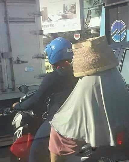Helm kualitas SNI dengan kearifan lokal.