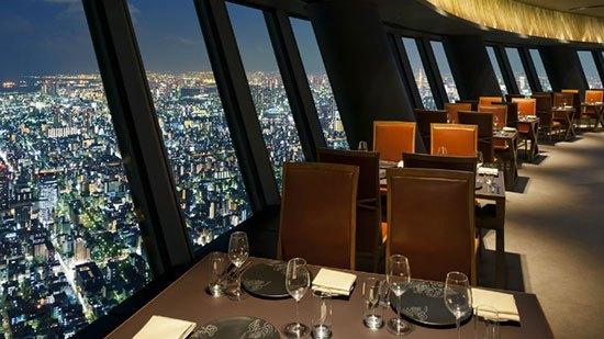 Sky Restaurant 634(Jepang) Jika cuaca sedang bagus maka gunung Fuji akan terlihat saat bersantap di Sky Restaurant 634 ini. Lokasinya memang berada pada ketinggian 344,72 meter tepatnya di Tokyo Skytree yang merupakan menara penyiaran dan observasi di Tokyo, Jepang. Menara ini pun dikenal sebagai struktur tertinggi kedua di dunia setelah Burj Khalaifah di Dubai Uni Emirat Arab.