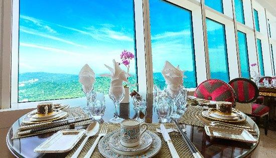 Ding Xian 101 (China ) Restauran ini menawarkan fine dining dalam sebuah ruangan bernuansa mural versailles dengan menu special berupa makanan seafood khas Taiwan. Namun hal lainnya yang paling menarik untuk dinikmati adalah pamandangan menakjubkan kota taipe dari ketinggian 369,72 meter. Di mana Ding Xian 101 berada pada lantai 86 gedung Taipei 101, Taipei China.