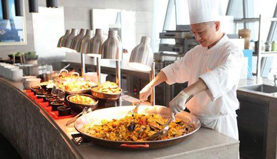 Twist Mediternean Buffet (China) Tak hanya sat redtauran tertinggi di dunia yang berada di Guangzhou. Selain Catch ternyata ada juga Twist Mediterranean Buffet yang berlokasi di lantai 106 Canton Tower Hotel pada ketinggian 422,75 meter. Soal menu restoran berputar ini menyediakan makanan dengan fokus sajuian khas Mediterania Barat dan Tiongkok dalam hidangan prasmanan.