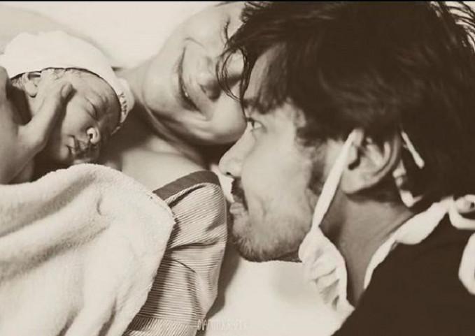 Menjadi keluarga utuh ...30 menit setelah bukaan lengkap... ku dan dia menjadi orang tua untuknya...24 September 2018(Instagram/@putrimarino)