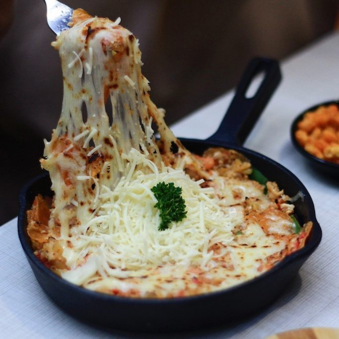 Mix and mach seblak dengan keju Mozzarella. Uenake pool