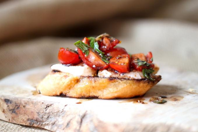 Brusschetta makanan Italia juga menggunakan keju Mozzarella masak kamu nggak?