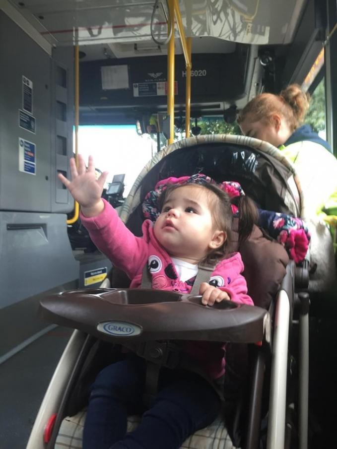 Sudah selayaknya ada tempat khusus untuk anak-anak balita di dalam bus agar mereka makin nyaman dan aman saat bepergian.