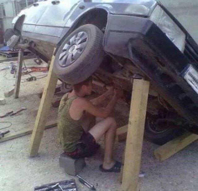 Yakin tuh kayunya pada kuat buat nahan beban mobilnya?