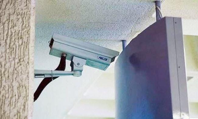Hmm, makan gaji buta nih CCTV kalau gini ceritanya. Duh, nyebelin banget nggak sih kalau kayak gini kesalahannya?