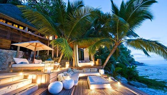 Seychelles : North Island Pulau seluas 500 hektar ini merupakan tempat yangbsangat tenang. Jika kamu ke sini kemungkinan besar kamu nggak akan melihat tamu lain karena saking luasnya. Mungkin karena alasan ini Pangeran william dan Kate Middleton menjatuhkan pilihannya untuk berbulan madu di Seychelles.